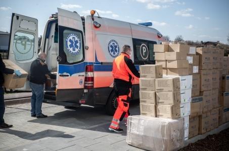 Warszawa. Setki tysięcy sztuk środków ochrony dla szpitali.