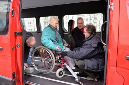 Warszawa. Taksówki dla osób z niepełnosprawnościami.